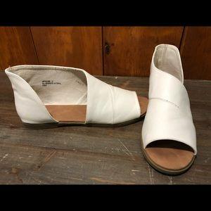 Bamboo open toe open side white flat sandal